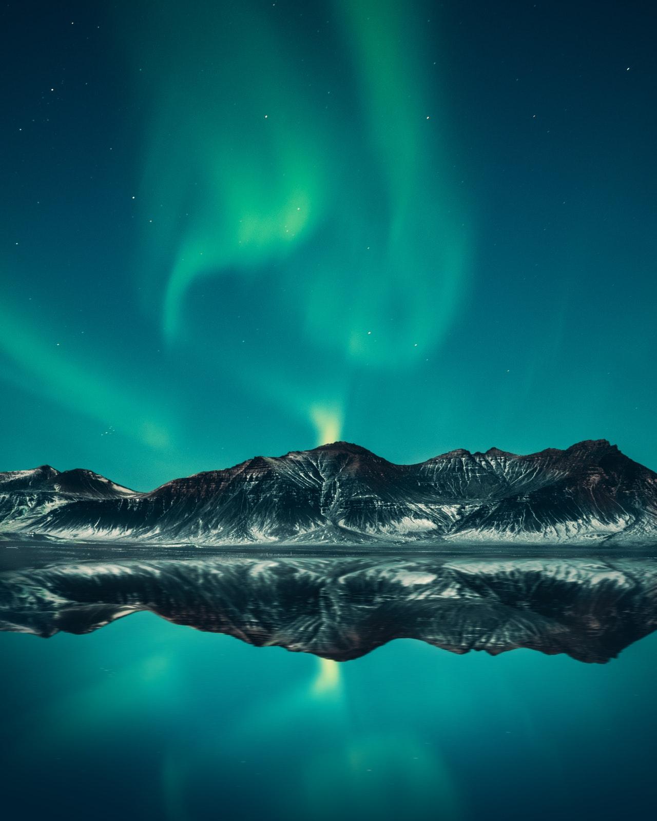 northern lights aurora borealis www.atozmomm.com